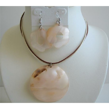 Gorgeous Delicate Peach-Cream Shell Round Flower Round Necklace Set