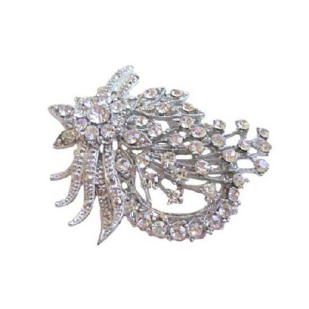 Sparkling Vintage Yet Delicate Brooch with Simulated Diamonds