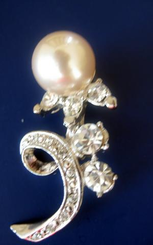 CZ Broocch Pin Brooch w/ Pearls Sud CZ & Single Cultured Pearls