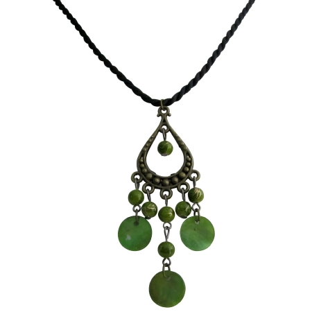 Green Jewelry Designer Style Dangling Shell Pearls Pendant Necklace